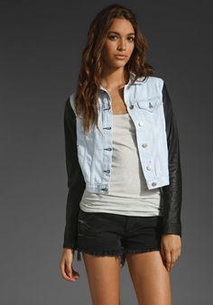 jaqueta-azul-jeans-com-manga-de-moleto