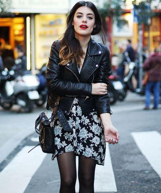 jaqueta de couro vestido floral