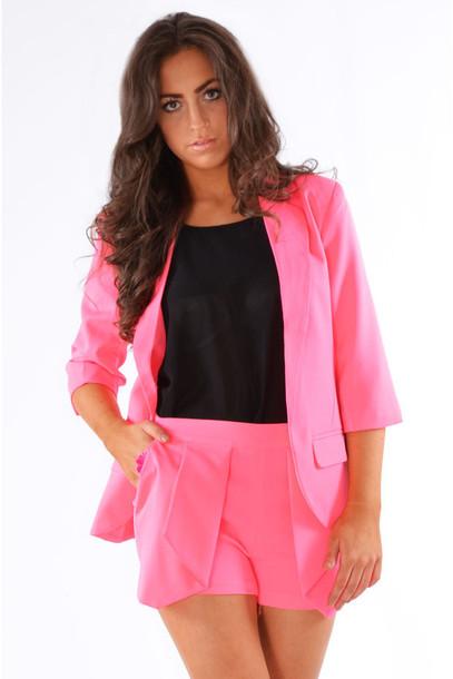 montar look com blazer rosa basico