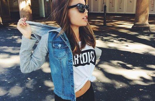 jaqueta jeans com manga de moletom como combinar