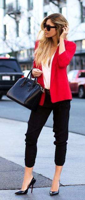 exemplo de looks com blazer colorido elegantes
