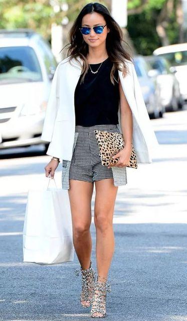 exemplo de looks com blazer saia e shorts despojados