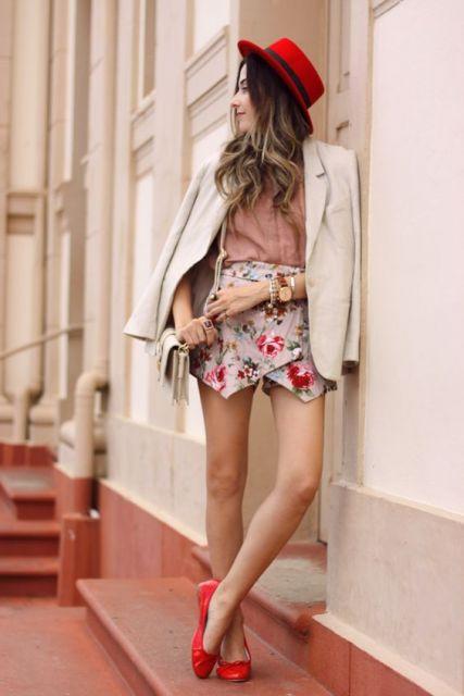 exemplo de looks com blazer despojados românticos