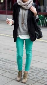 Calça verde e blazer preto