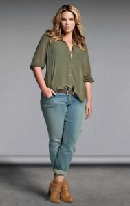 Look plus size camisa e jeans