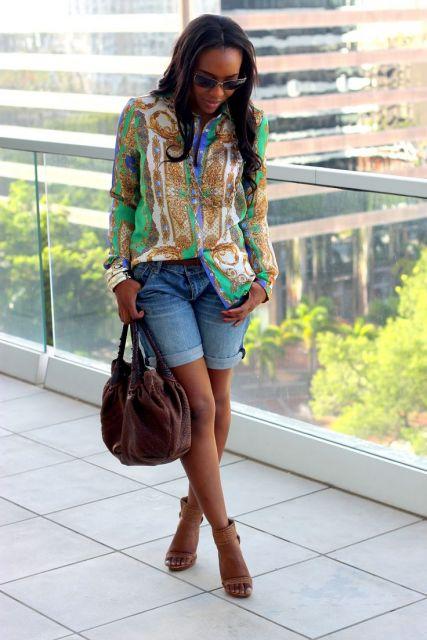 look para shopping com short jeans e blusa