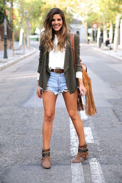mini short rasgado em looks para shopping