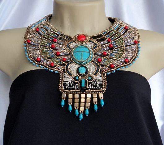 como usar maxi colar egipcio