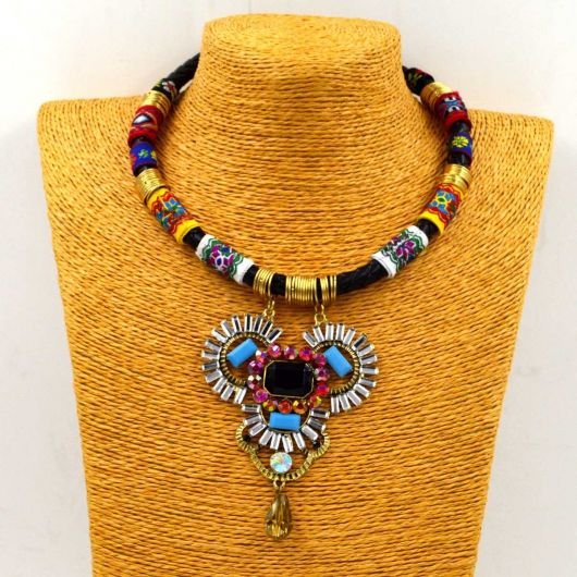 maxi colar colorido tribal