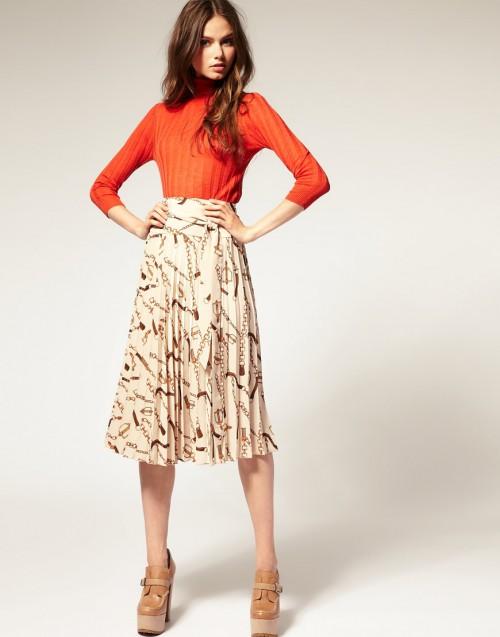 blusa laranja e saia