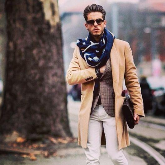 roupas estilosas masculinas com blazer e cachecol