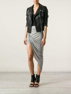 saia assimetrica com casaco de couro