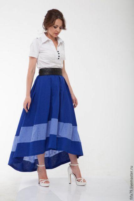 saia assimetrica longa com blusa branca