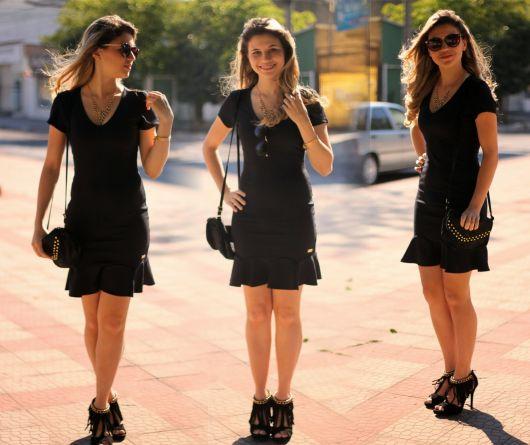 vestido preto com sandália de franja