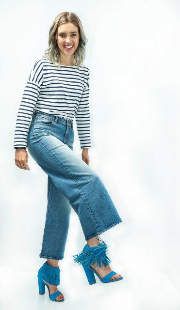 sandália de franja com calça estilo pantalona