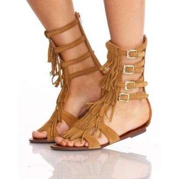 sandália de franja rasteira estilo gladiadora