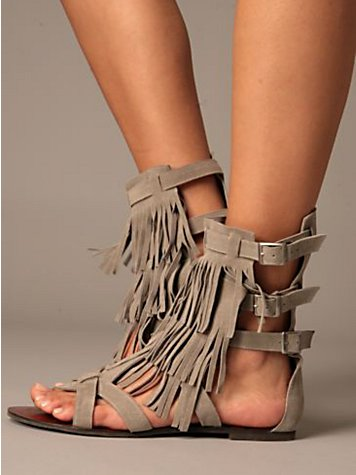 sandália de franja sem salto