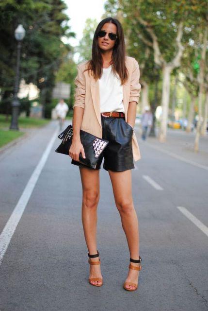 short couro com jeans