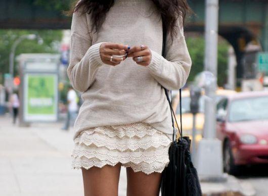 short de renda com suéter