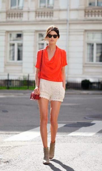 short de renda com t-shirt laranja
