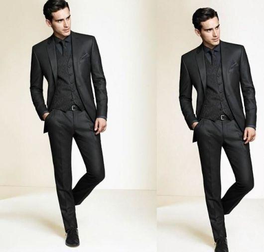 slim fit com camisa preta