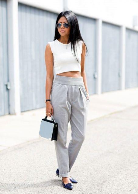 street style com calça cintura alta e top cropped