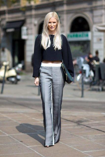 street style com calça social e blusa cropped