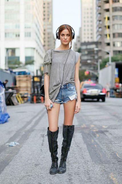 street style com short jeans rasgado
