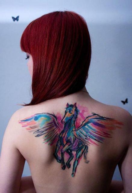 exemplo de tatuagem aquarela feminina