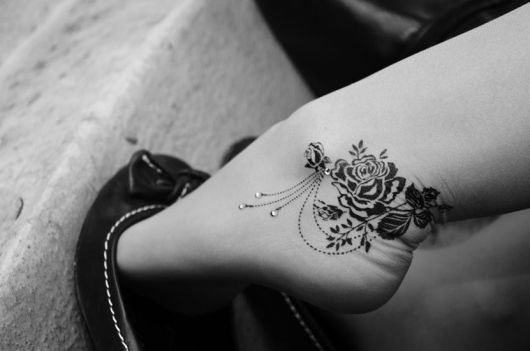 exemplo de tatuagem no pé