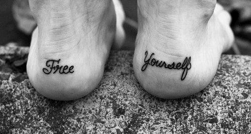 exemplo de tatuagem no pé masculina