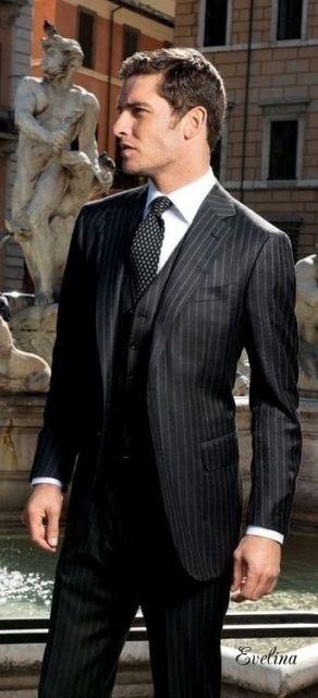 traje com gravata estampada listras