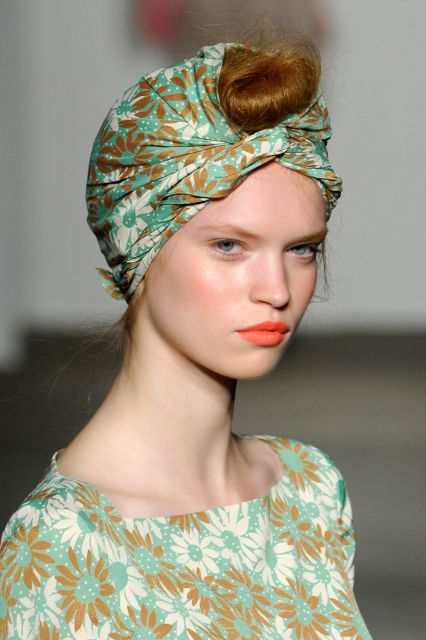 como usar turbante combinando com a blusa