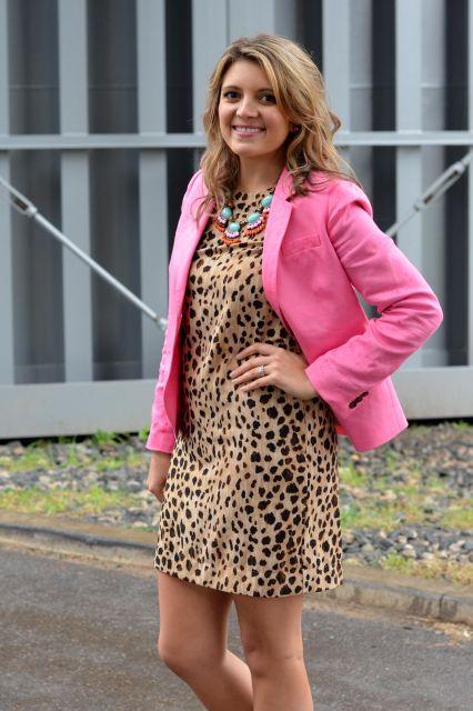 vestido de oncinha com blazer rosa
