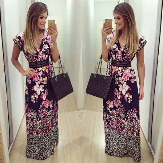 vestido com cinto floral