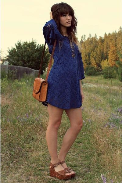 flatform com vestido azul curto
