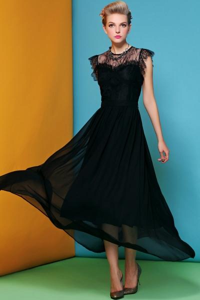 vestido de seda com aplicação de renda