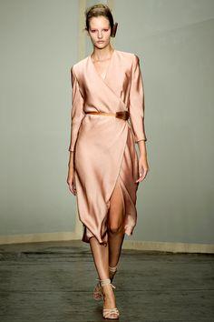vestidos de seda com fenda na saia