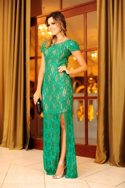 Vestido verde com renda nas costas