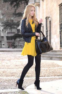 vestido amarelo com meia