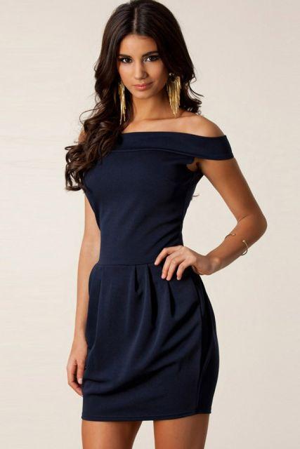 vestido ombro a ombro azul escuro