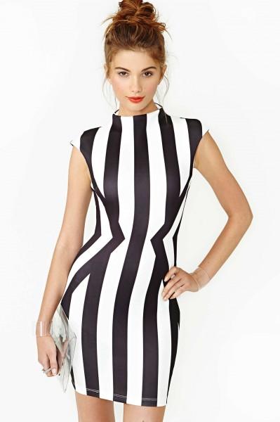vestido preto e branco que emagrece como