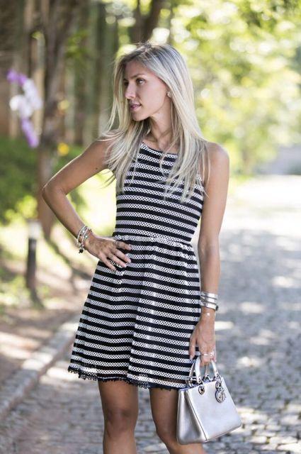 vestido preto e branco rodado com listras