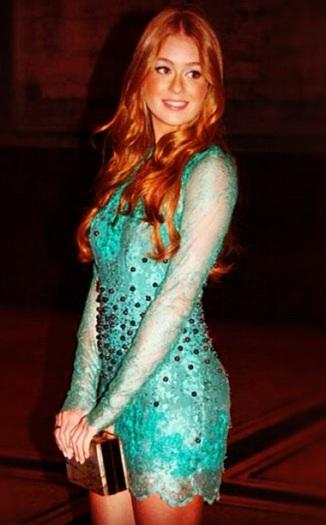 vestido com brilho verde