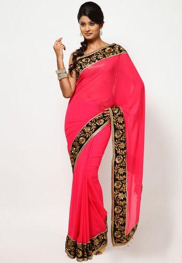 Mulher vestindo sari rosa