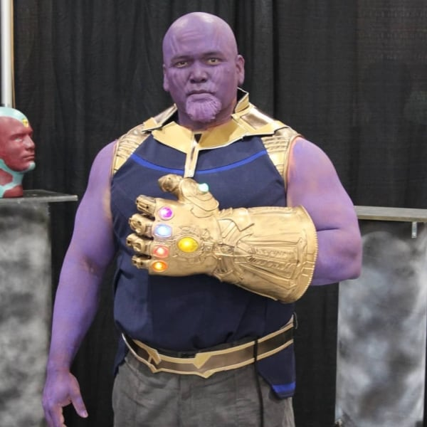 Fantasia do Thanos improvisada para festa à fantasia