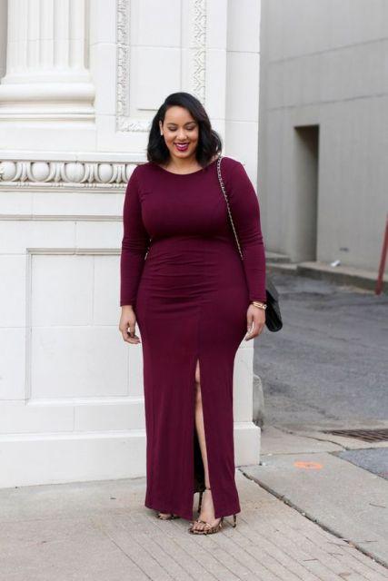 Vestido com fenda plus size marsala