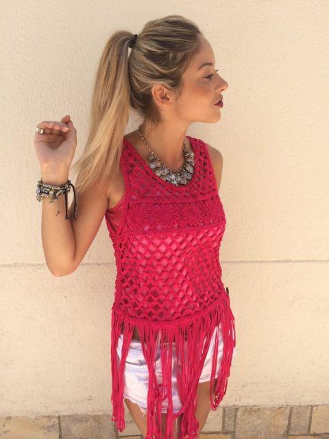blusa de crochê com franja rosa