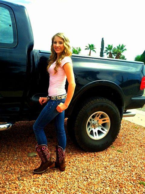 bota country feminina com calça jeans azul