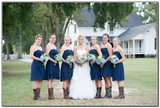 bota country feminina com noivas e madrinhas